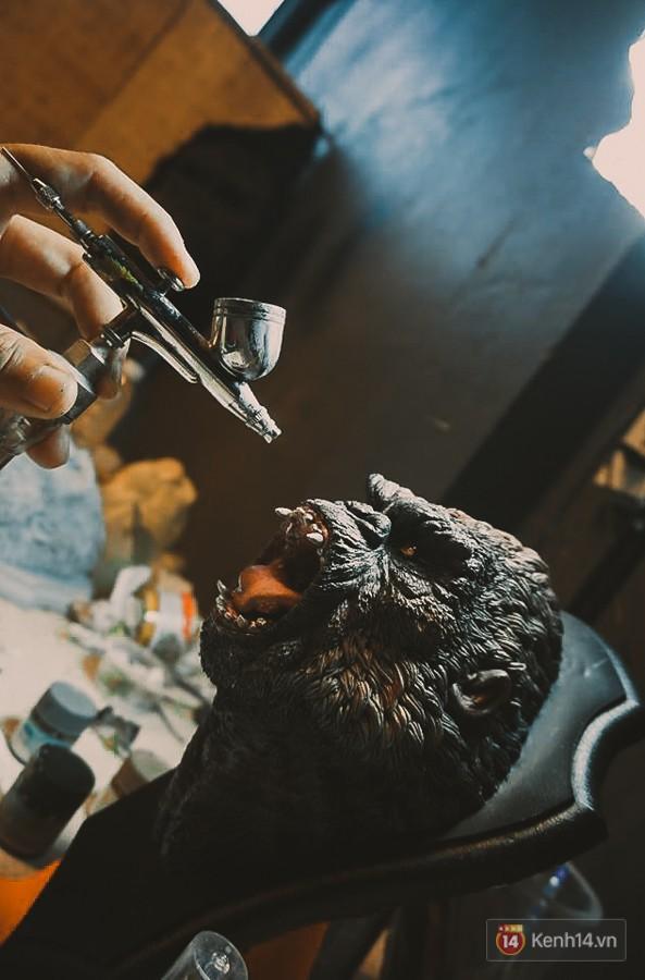 Ghé thăm lò chế tạo mô hình quái vật kinh dị như trong phim Hollywood của nhóm bạn trẻ ở Sài Gòn - Ảnh 11.