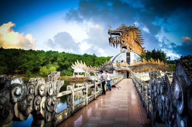 Dù tiêu điều, công viên nước bỏ hoang tại Huế vẫn đẹp đến ma mị qua ống kính của nhiếp ảnh gia Mỹ - Ảnh 8.