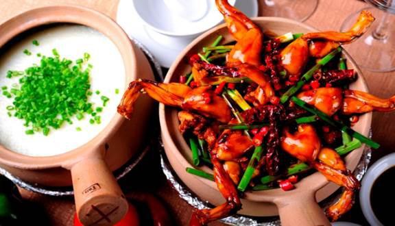 Những người nước ngoài tìm đường sang phân phối đồ ăn cho dân Việt: Người Mỹ phân phối thịt nướng, socola, người Singapore qua kinh doanh cháo ếch... - Ảnh 1.