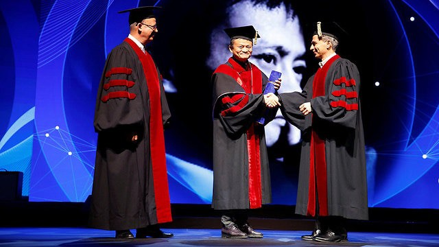 Jack Ma: Người thông minh rời bỏ công ty, còn những người tin tưởng vào tầm nhìn tương lai sẽ ở lại - Ảnh 1.