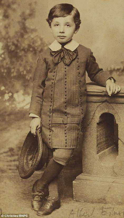 Những bức ảnh tuổi thơ ít người biết của thiên tài vĩ đại bậc nhất thế giới Albert Einstein - Ảnh 1.