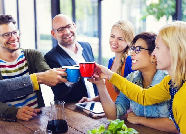 Giàu vì bạn: Đây là lý do việc xây dựng tình bạn nơi công sở khiến số đông thành công và hạnh phúc - Ảnh 2.