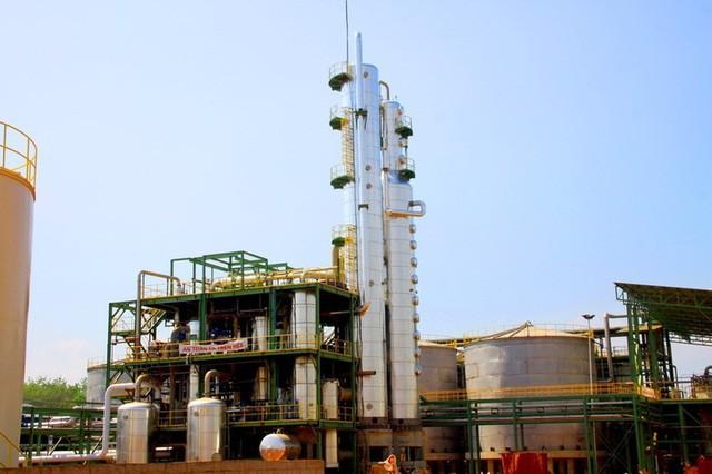 Vì sao có 7 nhà máy sản xuất nhưng chỉ một công ty quyết định số lượng xăng E5 ở Việt Nam? - Ảnh 1.
