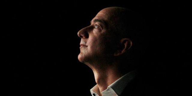 Một lần làm bà ngoại khóc và bài học nhớ đời của CEO Amazon Jeff Bezos về sự tử tế - Ảnh 1.
