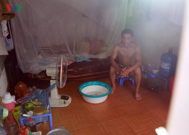 Dân Hà Nội khổ sở tìm cách chống nắng nóng đầu hè - Ảnh 13.