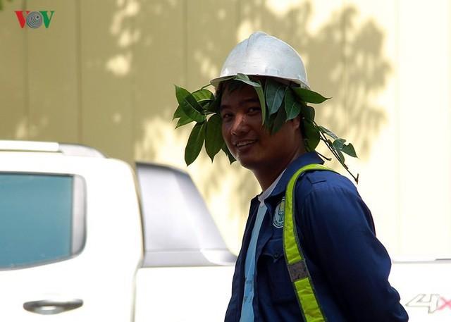 Dân Hà Nội khổ sở tìm cách chống nắng nóng đầu hè - Ảnh 6.