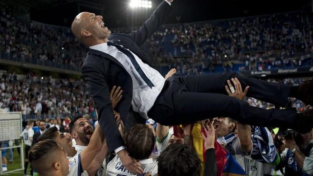 Zidane dứt áo ra đi khi đang trên đỉnh vinh quang: Kẻ thức thời mới là trang tuấn kiệt! - Ảnh 1.