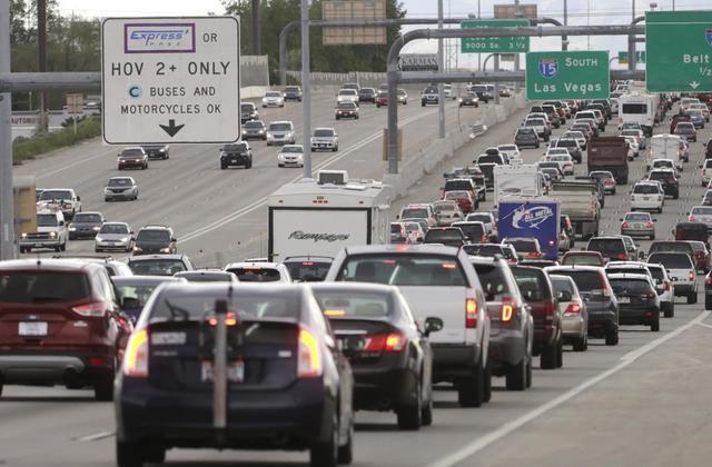 Lý do nước Mỹ suốt 25 năm giữ nguyên một mức thuế xăng dầu tính bằng xu/gallon khiến nhiều người bất ngờ - Ảnh 3.