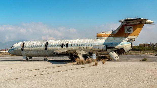 Sân bay ma ở Địa Trung Hải bỏ hoang 44 năm - Ảnh 2.