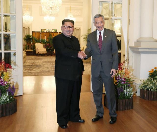 Ông Kim Jong Un gặp mặt Thủ tướng Singapore Lý Hiển Long - Ảnh 1.