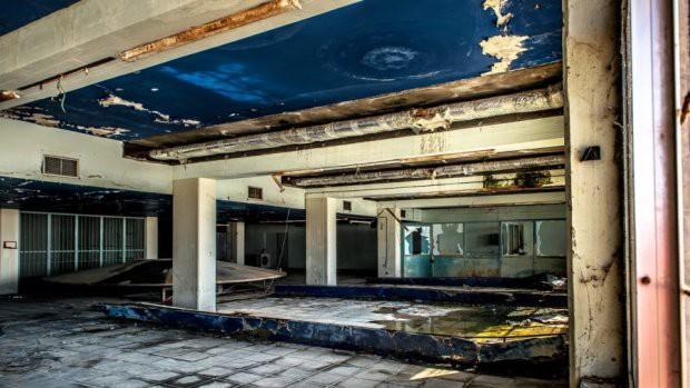 Sân bay ma ở Địa Trung Hải bỏ hoang 44 năm - Ảnh 4.