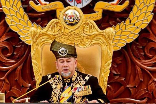 Vua Malaysia tự giảm lương giúp trả nợ quốc gia - Ảnh 1.
