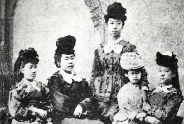 Cuộc đời người phụ nữ Nhật Bản đầu tiên có bằng đại học: Bị gia đình từ bỏ, cuối cùng còn chết trong cô đơn - Ảnh 4.