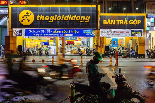 Từ con trai một người bán hàng rong muốn thay đổi ngành điện thoại di động Việt Nam, ông Nguyễn Đức Tài trở thành triệu phú đôla như thế nào? - Ảnh 1.