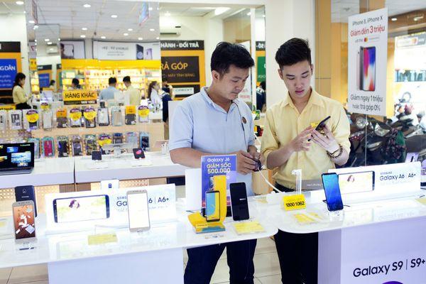 Từ con trai một người bán hàng rong muốn thay đổi ngành điện thoại di động Việt Nam, ông Nguyễn Đức Tài trở thành triệu phú đôla như thế nào? - Ảnh 2.