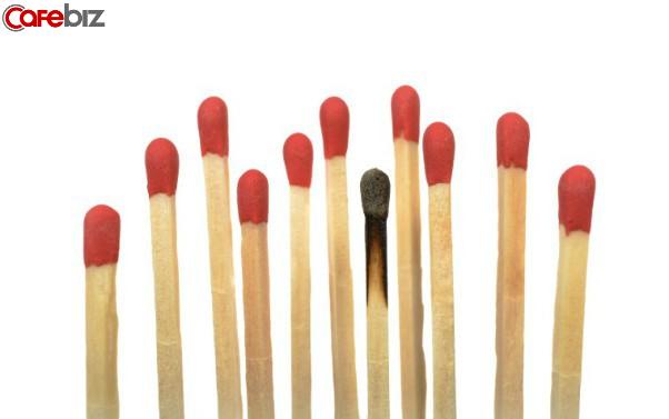 Hội chứng burn out ám ảnh dân văn phòng: Bí bách, cô đơn, mắc kẹt trong một chiếc hộp tối đen mà không có cách nào thoát ra được - Ảnh 1.