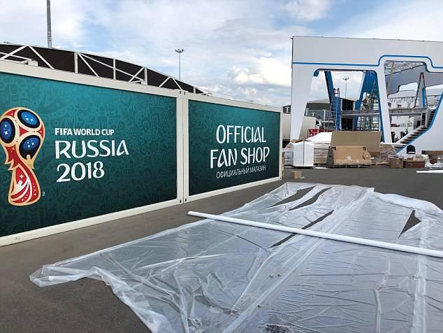 Cách giờ khai mạc chỉ một ngày, sân vận động World Cup của Nga vẫn chưa xây xong - Ảnh 1.