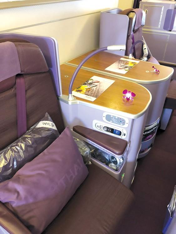 Những điều cần biết về ghế máy bay hạng thương gia - Ảnh 1.