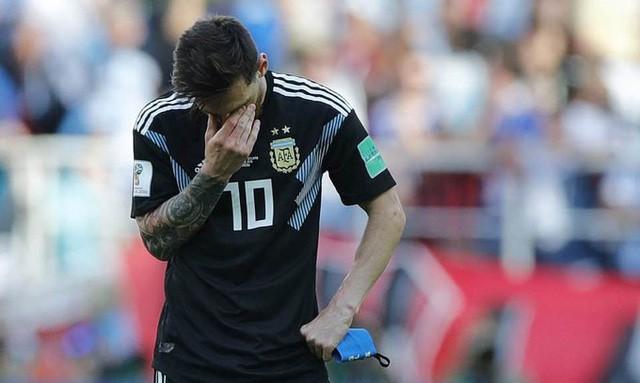đầu tư giá trị - photo 1 15293725169051688655414 - Messi cúi đầu khi sút hỏng penalty, chân sút người Đức ôm mặt sau trận thua sốc: Áp lực mà các cầu thủ phải đối mặt lớn đến mức nào và làm sao để vượt qua chúng?