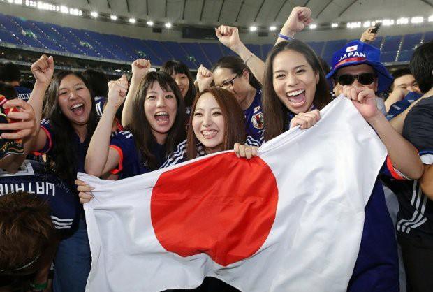 """đầu tư giá trị - photo 13 15295458177681393011238 - Người dân Nhật Bản """"đi bão"""", đổ ra đường ăn mừng chiến thắng gây sốc của đội nhà tại World Cup 2018"""