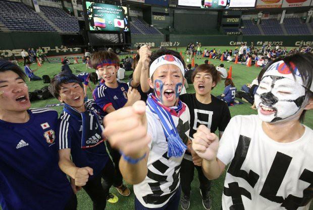 """đầu tư giá trị - photo 3 152954581775616114597 - Người dân Nhật Bản """"đi bão"""", đổ ra đường ăn mừng chiến thắng gây sốc của đội nhà tại World Cup 2018"""