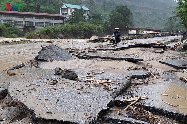 Ảnh: Mưa lớn và lũ quét gây thiệt hại lớn cho Lai Châu - Ảnh 17.
