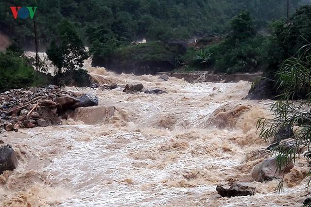 Ảnh: Mưa lớn và lũ quét gây thiệt hại lớn cho Lai Châu - Ảnh 3.