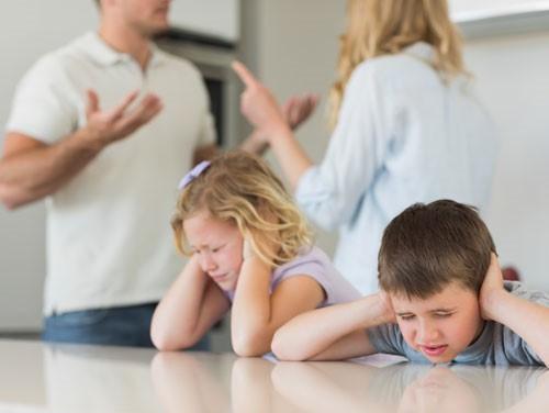 4 hành động người lớn chớ nên xem nhẹ nếu không muốn con cái bị ảnh hưởng xấu - Ảnh 4.