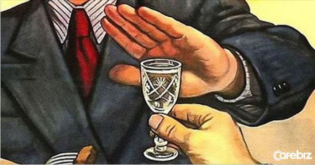 Đã uống xe thì không lái diệu bia, ba say chưa chai: Đàn ông, ngay cả việc không dám từ chối chén rượu trên bàn nhậu, thì chớ viển vông mơ làm chuyện đại sự - Ảnh 2.