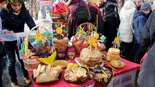Nước Nga có một loại bánh nhìn quen mắt nhưng rất lạ và hấp dẫn với vô vàn loại nhân - Ảnh 2.