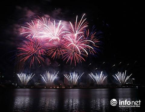 Pháo hoa Ý – Hong Kong phô diễn đẳng cấp trên sông Hàn - Ảnh 11.