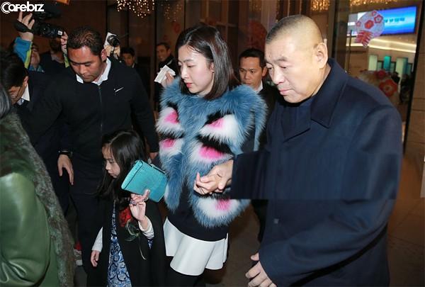 Mãnh hổ săn mỹ nữ và cách chọn vợ, chia tài sản lạ đời của tỷ phú bất động sản giàu có bậc nhất Hong Kong - Ảnh 1.