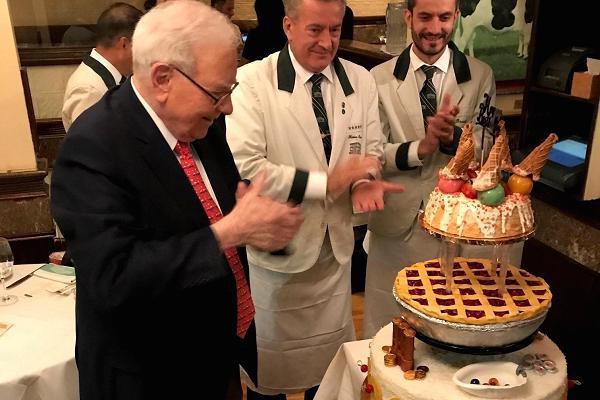 Bữa trưa triệu đô cùng tỷ phú Warren Buffett có gì đặc biệt? - Ảnh 2.