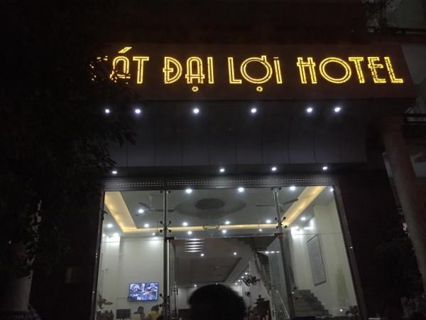 Cả gia đình 15 người bị đuổi khỏi khách sạn trong đêm ở Sầm Sơn vì... tự ý đi ăn ở ngoài - Ảnh 1.