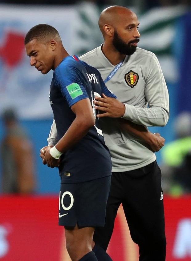 đầu tư giá trị - photo 1 1531271650087890226403 - Sau màn lăn lộn ăn vạ như Neymar, sao trẻ Mbappe lại bị chỉ trích vì thói câu giờ chọc tức đối thủ