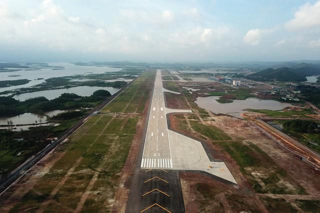Toàn cảnh cảng hàng không quốc tế Vân Đồn trong ngày đón chuyến bay hiệu chuẩn đầu tiên - Ảnh 2.