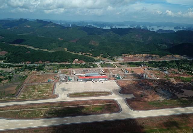 Toàn cảnh cảng hàng không quốc tế Vân Đồn trong ngày đón chuyến bay hiệu chuẩn đầu tiên - Ảnh 12.