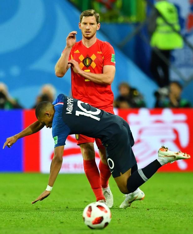 đầu tư giá trị - photo 2 15312716531261639925896 - Sau màn lăn lộn ăn vạ như Neymar, sao trẻ Mbappe lại bị chỉ trích vì thói câu giờ chọc tức đối thủ