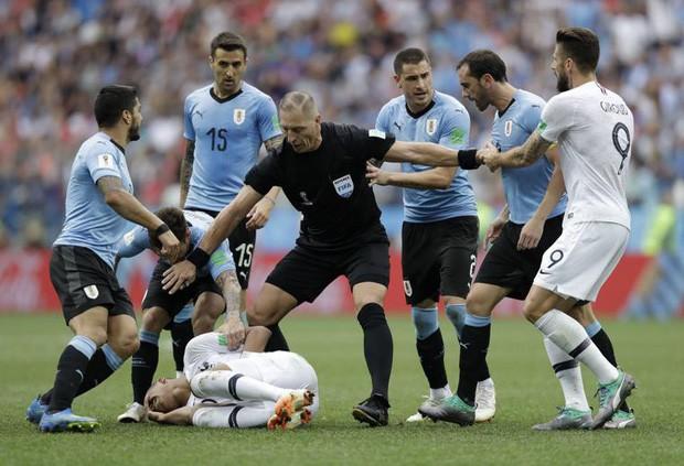 đầu tư giá trị - photo 7 15312716531341518658406 - Sau màn lăn lộn ăn vạ như Neymar, sao trẻ Mbappe lại bị chỉ trích vì thói câu giờ chọc tức đối thủ