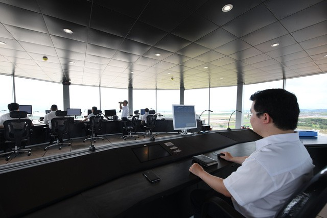 Toàn cảnh cảng hàng không quốc tế Vân Đồn trong ngày đón chuyến bay hiệu chuẩn đầu tiên - Ảnh 8.