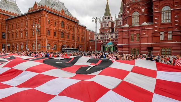 đầu tư giá trị - photo 1 15313582400941051715907 - CĐV Croatia mừng phát điên khi đội nhà lần đầu tiên vào chung kết World Cup