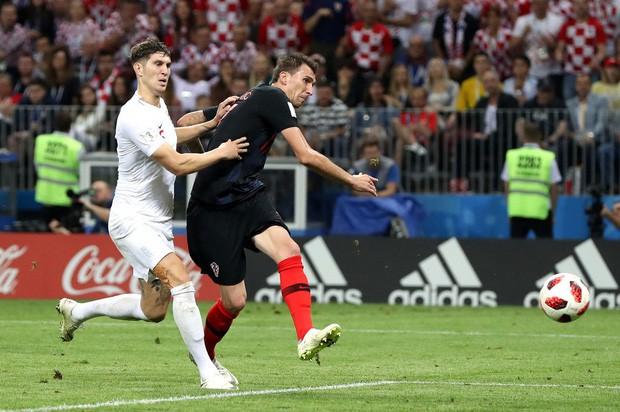 đầu tư giá trị - photo 13 1531358241542421951069 - CĐV Croatia mừng phát điên khi đội nhà lần đầu tiên vào chung kết World Cup
