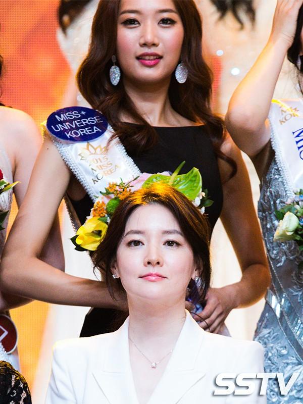 """Trớ trêu các cuộc thi sắc đẹp Hàn Quốc: Hoa hậu bị """"kẻ ngoài cuộc"""" lấn át nhan sắc ngay trong đêm đăng quang! - Ảnh 21."""