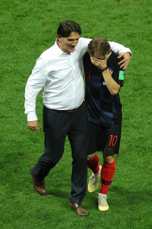 đầu tư giá trị - photo 21 15313582415491260155910 - CĐV Croatia mừng phát điên khi đội nhà lần đầu tiên vào chung kết World Cup