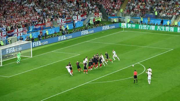 đầu tư giá trị - photo 6 1531358241535797412878 - CĐV Croatia mừng phát điên khi đội nhà lần đầu tiên vào chung kết World Cup