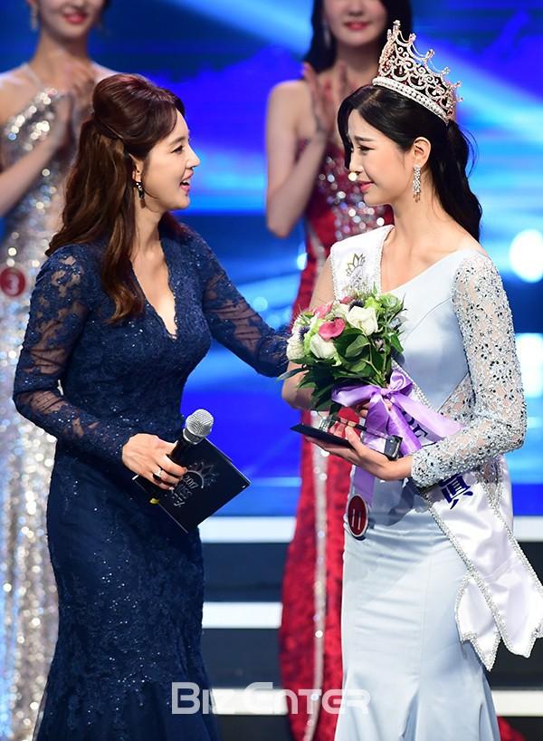 """Trớ trêu các cuộc thi sắc đẹp Hàn Quốc: Hoa hậu bị """"kẻ ngoài cuộc"""" lấn át nhan sắc ngay trong đêm đăng quang! - Ảnh 11."""