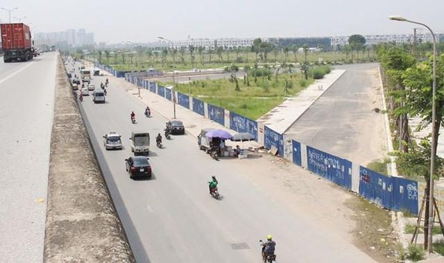 Đường BT nghìn tỷ Hà Nội quây rào để cỏ mọc - Ảnh 2.