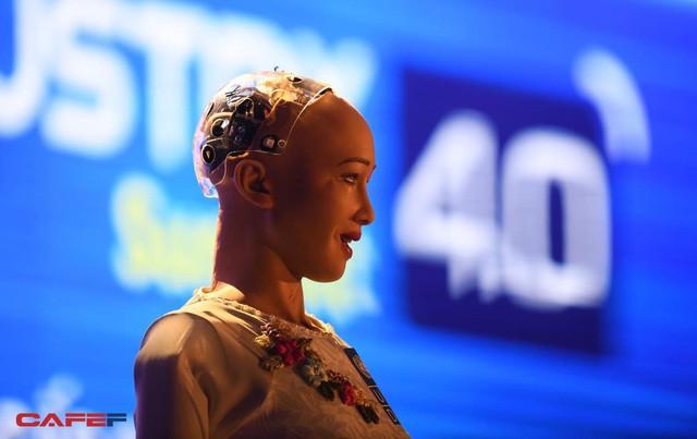 Những hình ảnh ấn tượng của Sophia - Robot có quyền con người đầu tiên tại Việt Nam trong tà áo dài - Ảnh 6.