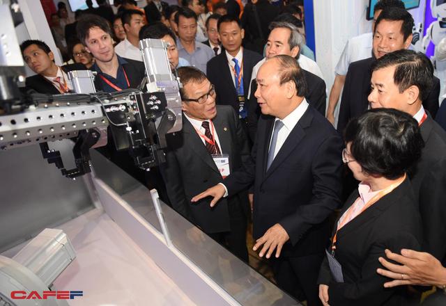 Thủ tướng Nguyễn Xuân Phúc: Cách mạng công nghiệp 4.0 là cơ hội tốt để Việt Nam đảo chiều về đầu tư thương mại!  - Ảnh 1.