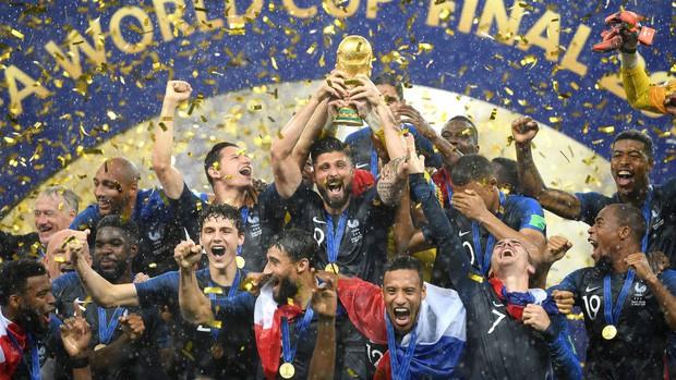 Vô địch World Cup 2018, đội tuyển Pháp được cả thế giới chúc mừng - Ảnh 1.